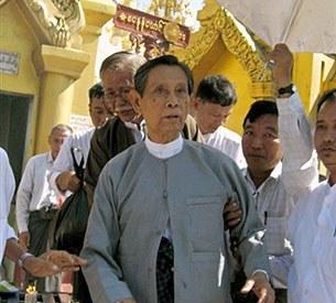 U_Tin_Oo_Shwedagon_305px