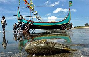 bangladeshi-fishing-boat-b305