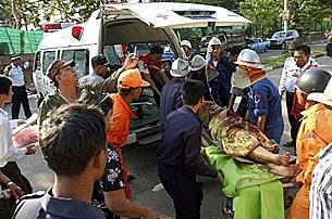 bomb_ambulance_305_z.jpg