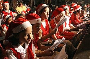 christmas_singers_305px.jpg