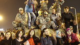 egypt_protesters_soldiers_305_z.png