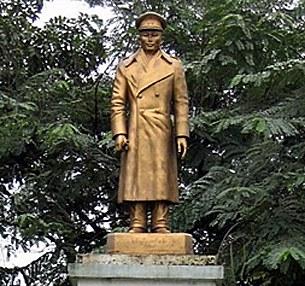 bogyoke-aungsan-statue-305.jpg