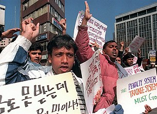 korea_migrant_demo_305px.jpg
