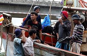 migrant_thai_ship_305px.jpg