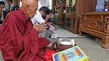 monk_praying_305px.jpg