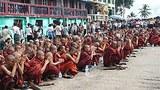 monks_praying_305px.jpg
