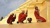 monks_praying_pagoda_305px.jpg
