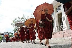 monks_twante_305px.jpg