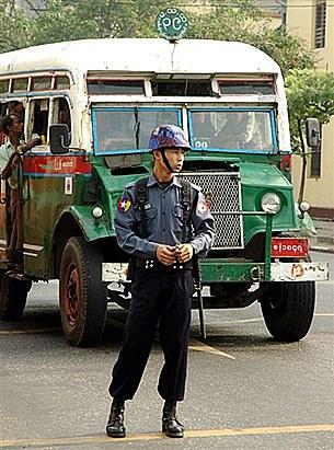police_bus_305px.jpg