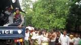rakhine-unrest-police-aid-b305