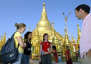 tourist_shwedagon_305_z.png