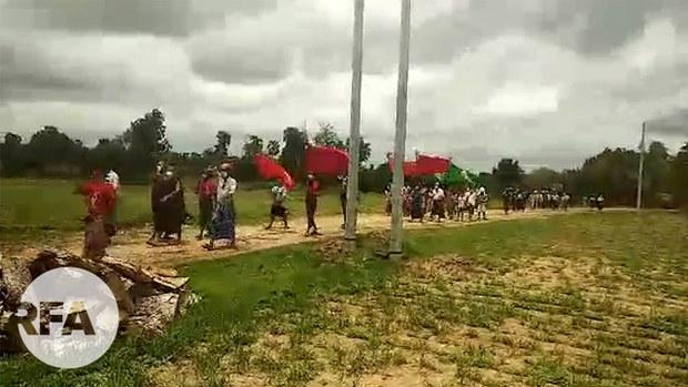 ဘုတလင်မြို့နယ်မှာ ကျေးရွာပေါင်းစုံသပိတ်စစ်ကြောင်း ဆန္ဒပြ