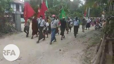 စစ်ကိုင်းတိုင်း မုံရွာခရိုင် ဘုတလင်မြို့နယ် တလှိုင်းရွာ ကျေးရွာပေါင်းစုံသပိတ်စစ်ကြောင်း ၂၀၂၁ ဇွန် ၁၅ရက်နေ့က ချီတက်ဆန္ဒပြစဉ်