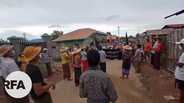ဖောင်းကားကျေးရွာက စစ်အာဏာရှင်ဆန့်ကျင်ရေး သပိတ်စစ်ကြောင်း ဆန္ဒပြ