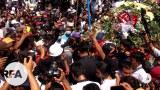 အာရှနွေဦးတော်လှန်းရေးနေ့ ၂၀၂၁၊ ဖေဖော်ဝါရီ ၂၈ ရက်နေ့က အာဏာရှင်စနစ်ကို ကန့်ကွက်ဆန္ဒပြရင်း စစ်ကောင်စီရဲ့ အကြမ်းဖက်ဖြိုခွင်းမှုတွေကြောင့် သေနတ်ကျည်ထိမှန် သေဆုံးခဲ့ရတဲ့ ကိုညီညီအောင်ထက်နိုင် စျာပနာအခမ်းအနားကို တွေ့ရစဉ်