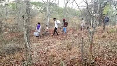 တောထဲထွက်ပြေးနေကြတဲ့ ကနီရွာသားများကို တွေ့ရစဉ်