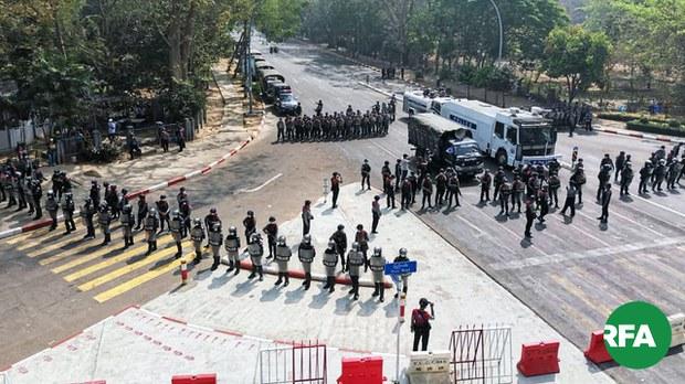 လှည်းတန်းနဲ့ မြေနီကုန်းမှာ ဆန္ဒပြသူတွေကို ရဲနဲ့စစ်တပ် အင်အားသုံး လူစုခွဲ