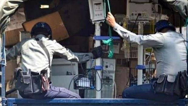 စစ်ကိုင်းမြို့ဆေးရုံကနေ ပြောင်းရွှေ့ထားတဲ့ ဆေးရုံသုံးပစ္စည်းတွေ ရဲနဲ့တပ် ယူဆောင်သွား