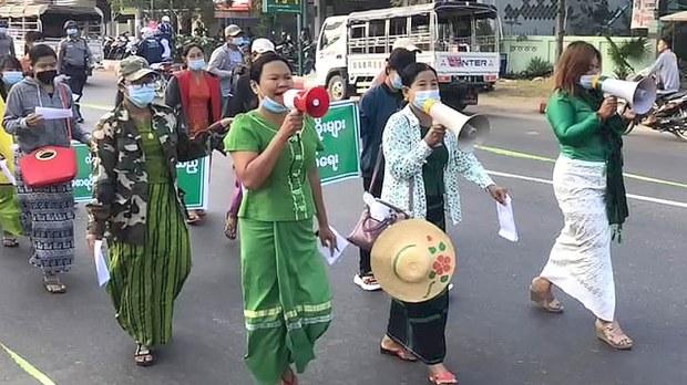 တပ်ရဲ့မဲစာရင်း စိစစ်ထုတ်ပြန်မှုကို ပျော်ဘွယ်နဲ့ မိတ္ထီလာမှာ ထောက်ခံဆန္ဒပြ