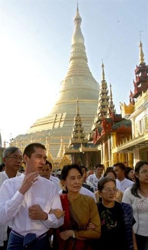 assk_kim_visit_shwedagon_305_z.jpg
