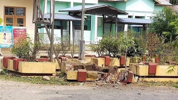 ဗန်းမော်ဆေးရုံ အရေးပေါ်ဌာနရှေ့ ဗုံးပေါက်ကွဲ