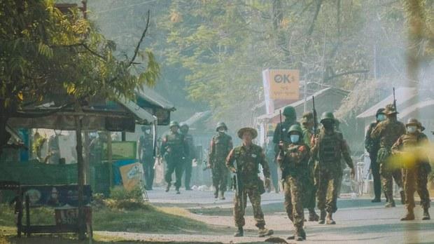 တောင်တွင်းကြီးက စစ်တပ် စစ်ဆေးရေးဂိတ် ဗုံးခွဲခံရ