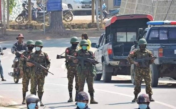 မင်းတပ်မှာ စစ်ကောင်စီနဲ့ ဒေသခံ ပြည်သူ့ကာကွယ်ရေးအဖွဲ့ ညအချိန်ထိ တိုက်ပွဲဆက်ဖြစ်နေ