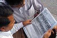 newspaper_readers_200px.jpg