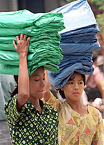 women_carrying_loads_150px.jpg