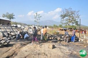fire-kachin-refugee-camp-305