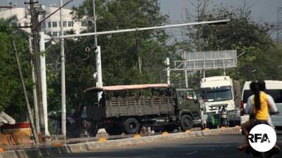 ရန်ကုန်မြို့ လှိုင်သာယာမြို့နယ်မှာ စစ်ကောင်စီတပ် ကင်းလှည့်နေစဉ်