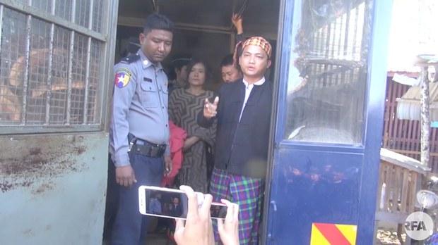 kachin-protesters-court-622.jpg