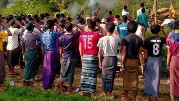 စစ်ကိုင်းတိုင်း၊ ကနီမြို့နယ်မှာ အသတ်ခံထားရတဲ့ ရုပ်အလောင်းတွေကို ၂၀၂၁ ဇူလိုင် ၂၇ ရက်နေ့က မီးသင်္ဂြိုဟ်ခဲ့စဉ်