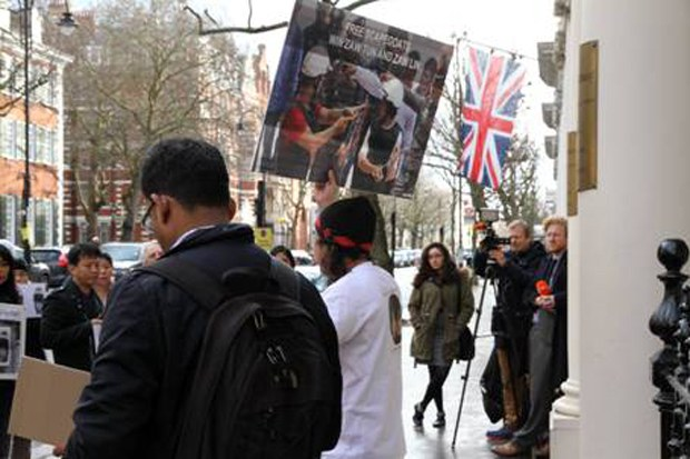 kohtao-protest-british-620.jpg