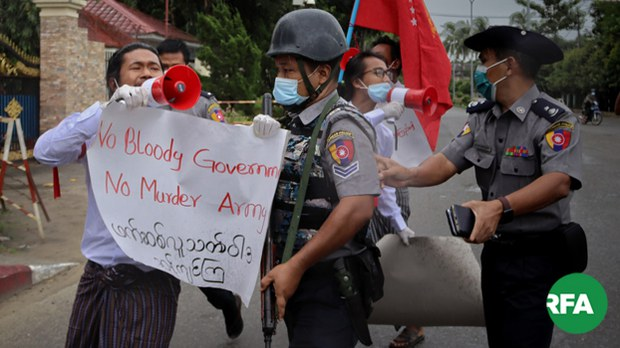 rakhine-students-protest-622.jpg