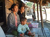 Thai_Burma_border_family_20.jpg