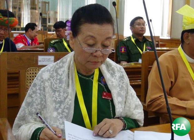 nankhinhtweemyint-minister-620.jpg