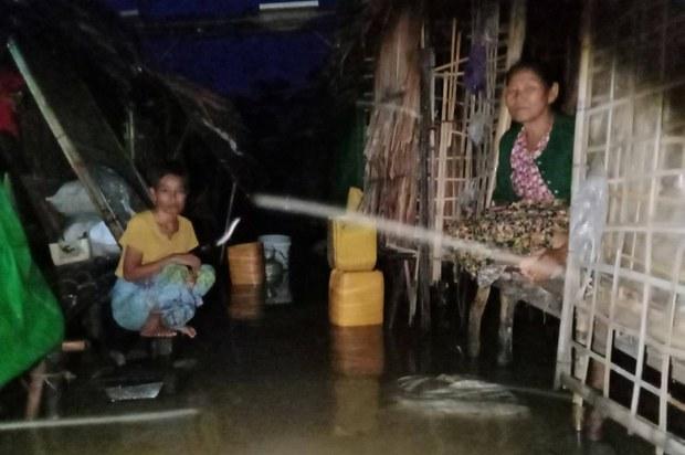 မြောက်ဦးက ပီပင်ရင်းစစ်ဘေးဒုက္ခသည်စခန်း ရေနစ်မြုပ်နေ