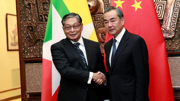 ၂ဝ၁၉ သြဂုတ်လ ၂၇ ရက်နေ့က မြန်မာနိုင်ငံတော်အတိုင်ပင်ခံရုံးဝန်ကြီး ဦးကျော်တင့်ဆွေနှင့် တရုတ်နိုင်ငံခြားရေးဝန်ကြီး ဝမ်ယိတို့ တရုတ်နိုင်ငံ ဘေဂျင်းမြို့တွင် တွေ့ဆုံစဉ်၊