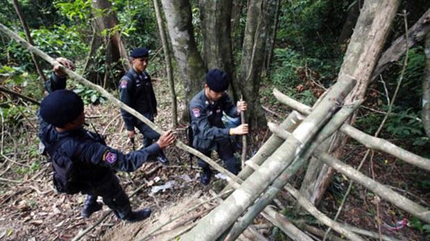thai-police-border-622.jpg