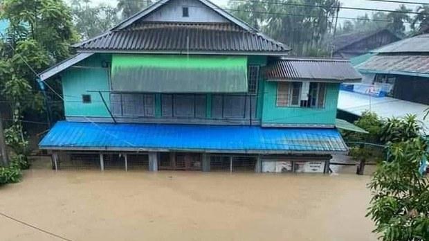 သံတွဲမြို့မှာ ရေကြီးရေလျှံလို့ အိမ်ထောင်စု ၂၀၀ ကျော် ပြောင်းရွှေ့နေရ