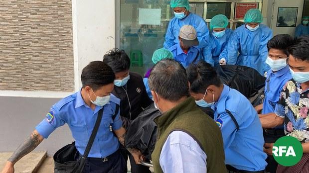 မမြသွဲ့သွဲ့ခိုင်ရဲ့ ရုပ်အလောင်းကို ဖေဖော်ဝါရီ ၁၉ ရက် နေ့လယ် ၁၁ ခွဲမှာ နေပြည်တော်ကုတင် ၁၀၀၀ ဆေးရုံ အထူးကြပ်မတ်ကုသဆောင် ကနေ ထုတ်ယူခဲ့စဉ်