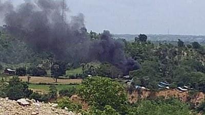 ပေါက်မြို့နယ်တောင်ပိုင်း ဝန်ခြုံးရွာမီးလောင်နေတာကို ၂၀၂၁ ဇူလိုင် ၃၁ ရက်နေ့က တွေ့ရစဉ်