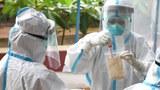 လူနာများလွန်းတာကြောင့် ကျန်းမာရေးဝန်ထမ်းတွေ ဝန်ပိလာ