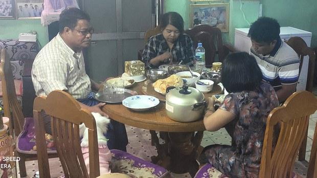 hlyan-phyo-aung-family.jpg