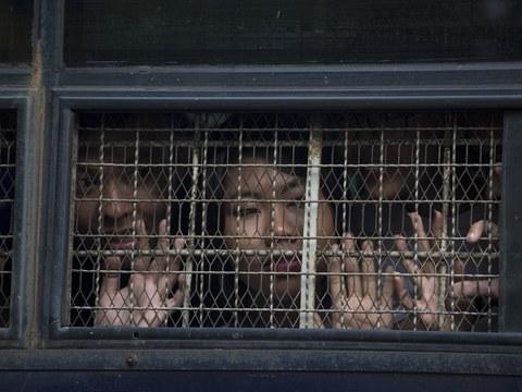 ဒေါင်းတို့မျိုးဆက် သံချပ်အဖွဲ့ဝင်တွေကို ၂ဝ၁၉ ခုနှစ် နိုဝင်ဘာလ ၁၈ ရက်နေ့က ရန်ကုန်မြို့က ရုံးချိန်းတခုအတွင်း တွေ့ရစဉ်။