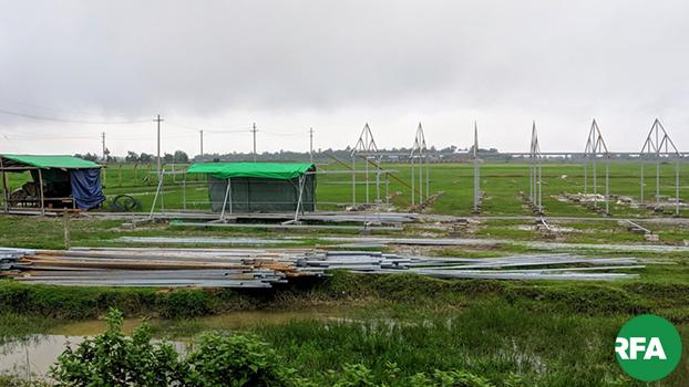 ပုဏ္ဏားကျွန်းမြို့အနီးမှာ စစ်ဘေးဒုက္ခသည်တွေအတွက် ရခိုင်ပြည်နယ်အစိုးရက ဆောက်လုပ်နေတဲ့ ဒုက္ခသည်စခန်းတစ်ခုကို ၂၀၁၉ ဇူလိုင်လ ၁၆ ရက်နေ့ကတွေ့ရစဉ်