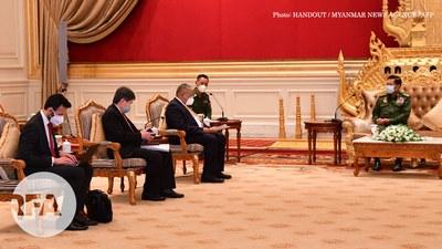 လက်ရှိ အာဆီယံ အလှည့်ကျဥက္ကဋ္ဌ ဖြစ်တဲ့ ဘရူးနိုင်းနိုင်ငံက ဒုတိယနိုင်ငံခြားရေးရာ ဝန်ကြီး Erywan Pewhin Yusof နဲ့ အာဆီယံ အထွေထွေအတွင်းရေးမှူးချုပ် Lim Jock Hoi တို့ စစ်ကောင်စီခေါင်းဆောင် ဗိုလ်ချုပ်မှူးကြီး မင်းအောင်လှိုင် နဲ့ ၂၀၂၁၊ ဇွန် ၄ ရက်နေ့က နေပြည်တော်မှာ တွေ့ဆုံခဲ့စဉ်