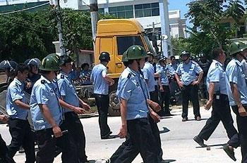 Hainan_power_guards0412_2012_350.jpg