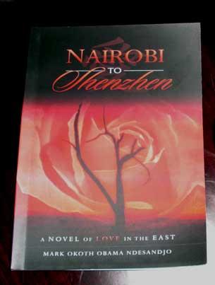 马克刚刚出版的新书《从内罗毕到深圳》。(粤语部海蓝拍摄)